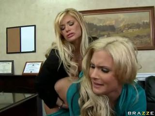 Shyla stylez e phoenix marie are two quente blondes