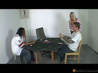 Mère baisée après une poker jeu, gratuit milf porno 01