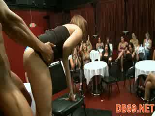 Stripping dancer knullet ved hen-party