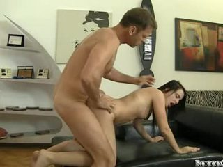 Rocco siffredi dare un difficile anale a un arrapato hottie