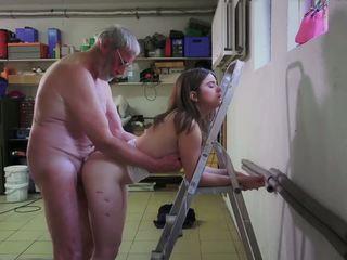 Slutty istabene jāšanās porno addict vectēvs gets mute.