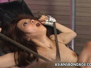 Aziaten bondage: tied omhoog aziatisch penetrated met neuken machines