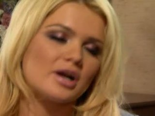 Alexis ford has لها حلو جولة mams sprayed مع جديد creamy كوك حليب
