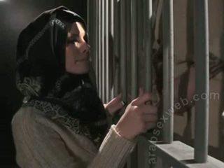 """Pro pijpen in hijab van """"this ain't homeland""""-asw1080"""