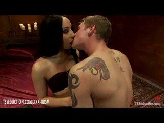 Bondage junge gets anal ficken aus heiß ladyboy