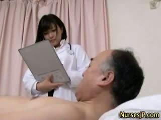 Jap hottie 看護師 gets 汚い