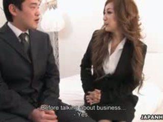Kancelář dáma aiko nagai v a excentrický trojice