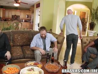 Brazzers - payton west cuckolds viņai vīrs
