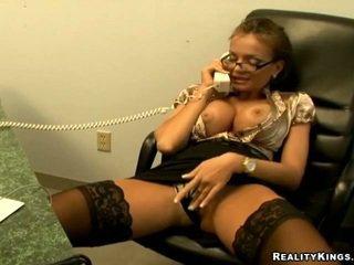 Nika calls viņai draugs par daži telefons sekss