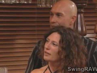 Swinger couples merken heet lingerie party in xxx realiteit tonen