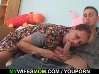 Nevasta catches îl futand ei vechi mama