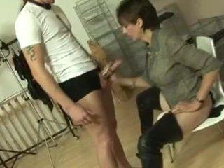 Doamnă sonia mărci tineri sub linge ei picioare