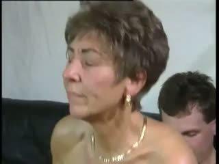 Tante: 自由 奶奶 & 老 & 年轻 色情 视频