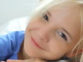 18yo блонди teasing і pose