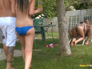 Sunny diamond y jessica swan en poolside porno fiesta