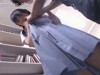 Сором'язлива азіатська студентка getting манда вологий в її