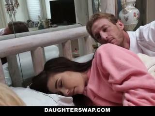 Daughterswap - daughters baisée pendant sleepover