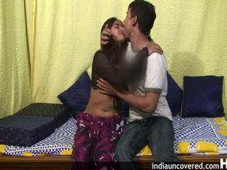Amateur indisch tiener in haar eerste seks scène