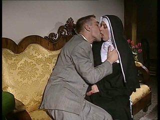 Timide nonne gets son cul baisée et visage spermed