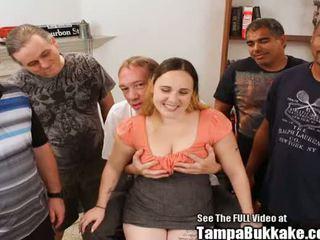 肛交 服从的 他妈的 懒妇 gags 上 dicks