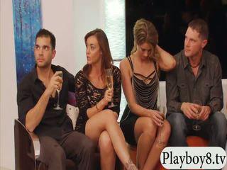 Zaślubieni ludzie swinging i grupa seks w playboy mansion