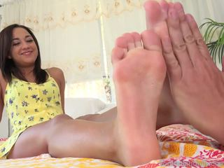 Amara Romani gets Massage Which Leads to Footjob: Porn 3d