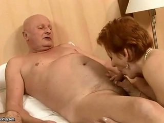 Two grannies neuken two cocks