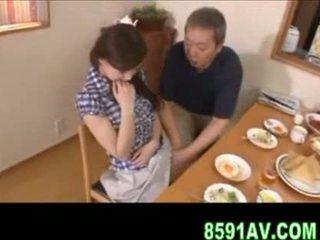 Dögös feleség gives idősebb férfi leszopás