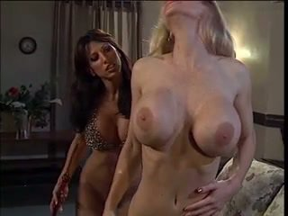 blondjes, grote borsten, lesbiennes