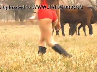 The हॉट महिला घोडा whisperer - अमेज़िंग बॉडी लाटीना! 10 आस!