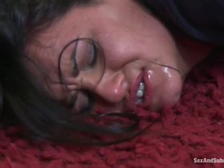 Gros seins filles obtenir puni par hung policeman