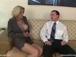 Hot busty cougar gives fantastic blowjob