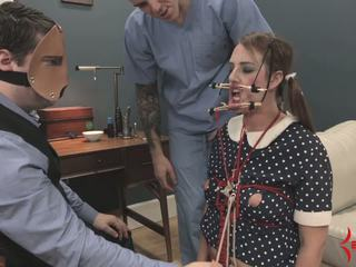 Deranged lutka punca gets obraz in rit zajebal