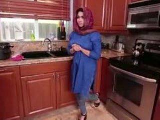 Arab brunete pusaudze ada gets filled