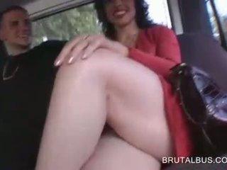 官能的な ブルネット talked に having セックス のために 現金