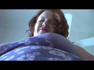 Sønn turned på av moms nightie