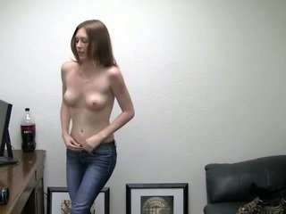 Alicia takes viņai apakšbiksītes no. viņa needs nauda