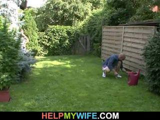 Ehefrau gefickt von die gardener mit ehemann da