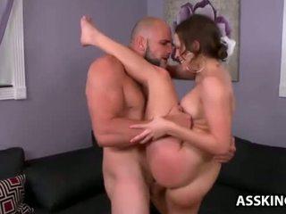 Lily 愛 gets 她的 圓 屁股 性交