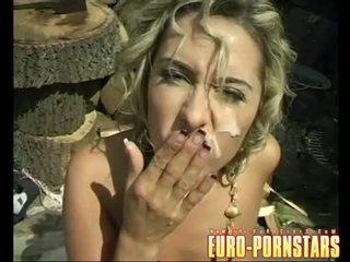 Saldas daria glower gets a bagātie load no dzimumloceklis cream par viņai cheek