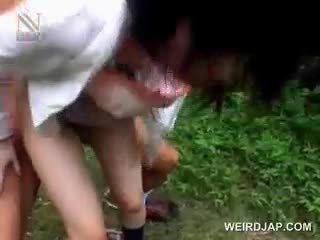 Fragile aziatisch schoolmeisje getting brutally geneukt openlucht