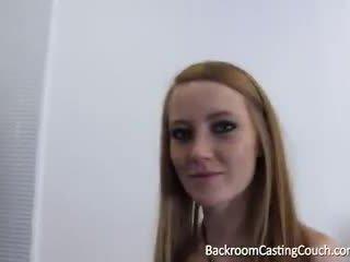 Rousse branlette avec les pieds reine anal et squirting casting
