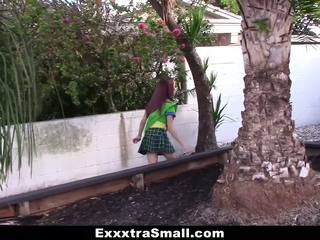Exxxtrasmall - väike tüdruk scout perses poolt tohutu riist