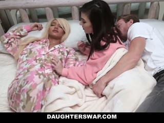 Daughterswap - swapped en geneukt gedurende sleepover
