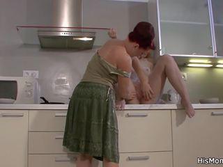 Māte licks un fucks viņa blondīne gf, hd porno 45