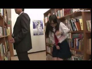 Κορίτσι του σχολείου γαμημένος/η με βιβλιοθήκη geek 12