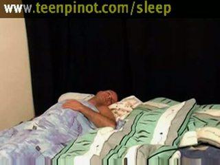 Fata beauty inpulit în timp ce dormind