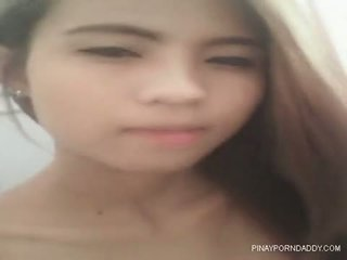 Skinny Pinay nag jakol sa cr - Pinayporndaddy