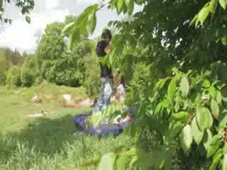Dolls sekss uz the mežs