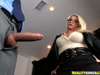 big boobs, brilles, lielas krūtis